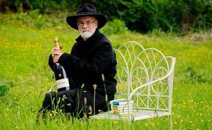 Terry Pratchett, en juin 2012, dans le Pays de Galles.