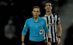 L'arbitre Stéphanie Frappart lors de la rencontre entre Angers et Metz, le 24 août 2019.