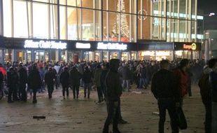 Rassemblement le 31 décembre 2015 devant la gare centrale de Cologne