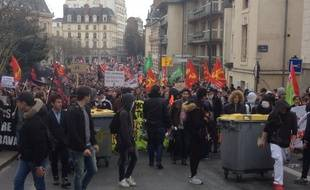 Plusieurs milliers de personnes défilent contre la loi Travail, ici à Rennes le 24 mars 2016.