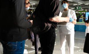 Des contrôles sanitaires à l'aéroport de Palma des Majorque.