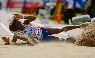 La triple sauteuse Françoise Mbango, double championne olympique 2004-2008 sous le maillot camerounais, et le jeune Pascal Martinot-Lagarde, sur 110 m haies, ont échoué à décrocher les minima pour les JO de Londres, mercredi soir sous la pluie à Reims.