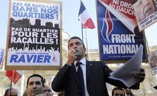 """Une centaine de personnes se sont rassemblées mercredi en fin d'après-midi à Marseille à l'appel de Stéphane Ravier, candidat du Front National (FN) aux municipales, """"contre l'insécurité et la barbarie"""", quatre jours après la mort d'un étudiant."""