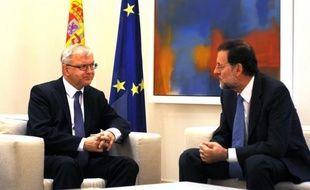 """La Commission européenne a annoncé lundi qu'elle se """"tenait prête"""" en cas de demande de sauvetage de l'Espagne, lançant le compte à rebours pour le pays, plus fragilisé que jamais, qui pourrait devenir le quatrième de l'Union européenne à bénéficier d'une aide globale."""