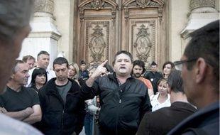Les salariés de l'usine se sont rendus hier devant la préfecture pour sauver les 190 emplois.