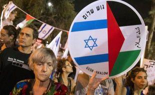 Manifestation de la gauche israélienne à Tel Aviv, le 24 octobre 2015 pour réclamer un nouveau cycle de négociation pour le processus de paix