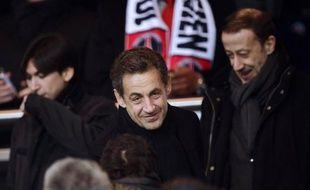 """Nicolas Sarkozy affirme, dans des propos cités par Valeurs actuelles, qu'il ne veut pas revenir en politique mais qu'il pourrait être """"obligé d'y aller"""" pour """"la France"""", à cause de la gravité de la situation."""