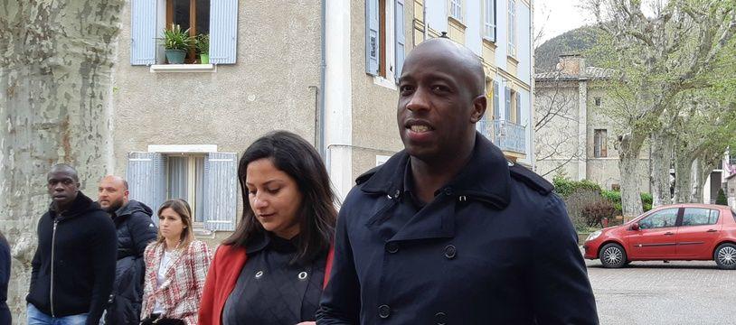 Souleymane Diawara avec son avocate, devant le tribunal de Digne-les-Bains, le 25 avril 2019.