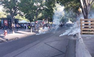 Des bombes lacrymogènes lancées aux abords du stade Vélodrome avant le match OM-Bastia, le 23 mai 2015.