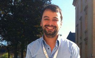 Le journaliste Sylvain Lapoix a eu l'idée du hashtag «PorteOuverte» le 13 novembre 2015.