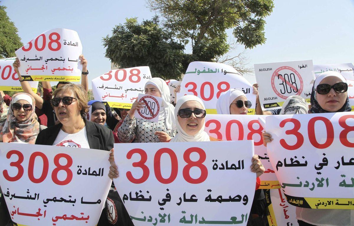 Des manifestations ont eu lieu ce mardi, devant le Parlement jordanien. – Reem Saad/AP/SIPA