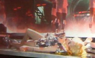 Capture d'écran du malaise de Lady Gaga lors d'un concert à Auckland, en Nouvelle-Zélande, le 13 mars 2010.