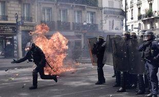 Six policiers ont été blessés, dont deux grièvement, lors de heurts en marge de la manifestation du 1er mai à Paris.
