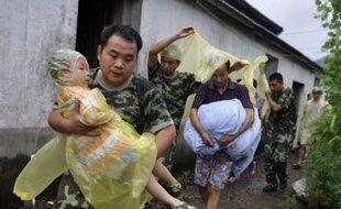 Un typhon a touché mercredi les régions orientales de la Chine, où plus d'un million de personnes avaient été évacuées par mesure de précaution, mais en perdant en intensité et en épargnant la capitale économique Shanghai, où les transports étaient toutefois perturbés.