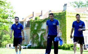 Le troisième gardien des Bleus, Cédric Carrasso (ici entre Mathieu Valbuena et Mathieu Debuchy le 25 mai 2012) joue un rôle important pour le groupe,