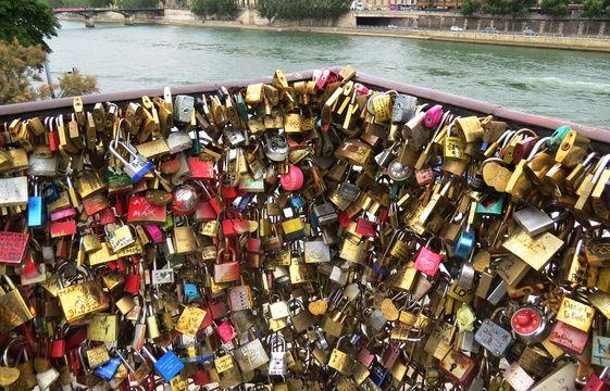 Le pont des arts francale - Pont des cadenas paris adresse ...