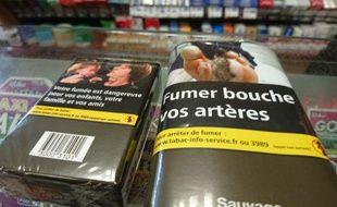 Des paquets de cigarettes et de tabac neutres, illustration