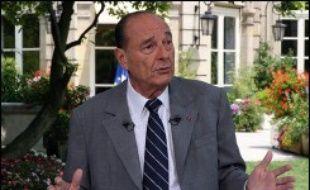"""Jacques Chirac a affirmé vendredi ne pas être encore à """"l'heure du bilan"""", donnant au gouvernement des consignes pour les derniers mois de son mandat et laissant toujours planer le doute sur ses intentions, lors de la traditionnelle interview télévisée du 14 juillet."""