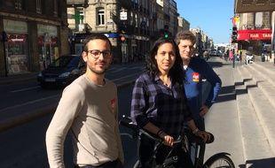 Ces trois jeunes font partie du millier de coursiers qui travaillent à Bordeaux.