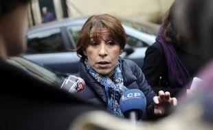 Fadela Amara, ex-secrétaire d'Etat à la Politique de la ville de Nicolas Sarkozy entre 2007 et 2010, une des figures de l'ouverture à gauche, a annoncé qu'elle allait voter pour François Hollande, dans une interview à Libération mise en ligne mardi sur son site.