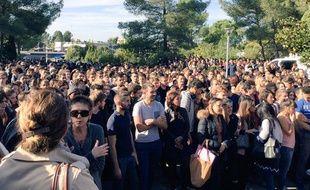 Plusieurs milliers d'étudiants se sont rassemblés sur les campus de Montpellier, comme ici à la fac de sciences où étudiait Hugo Sarrade, assassiné au Bataclan