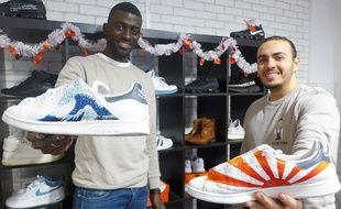 Yohan Porquet et Dimitri Baril redonnent vie à vingt paires par semaine dans leur boutique Old New Shoes.