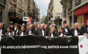 Le président du Conseil national des barreaux Jean-Marie Burguburu a ouvert le cortège de la manifestation des avocats à Paris le 7 juillet 2014.