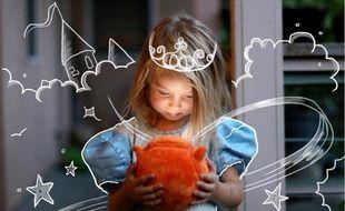 La peluche Ubooly entre les mains d'une princesse
