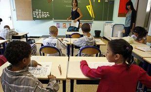 Des élèves dans une classe de primaire à Marseille, le 2 septembre 2010.