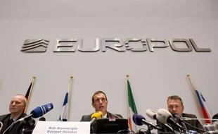 Rob Wainright, le directeur d'Europol, lors d'un point presse sur une enquête sur la corruption dans le football européen, le 4 février 2013, à la Haye.