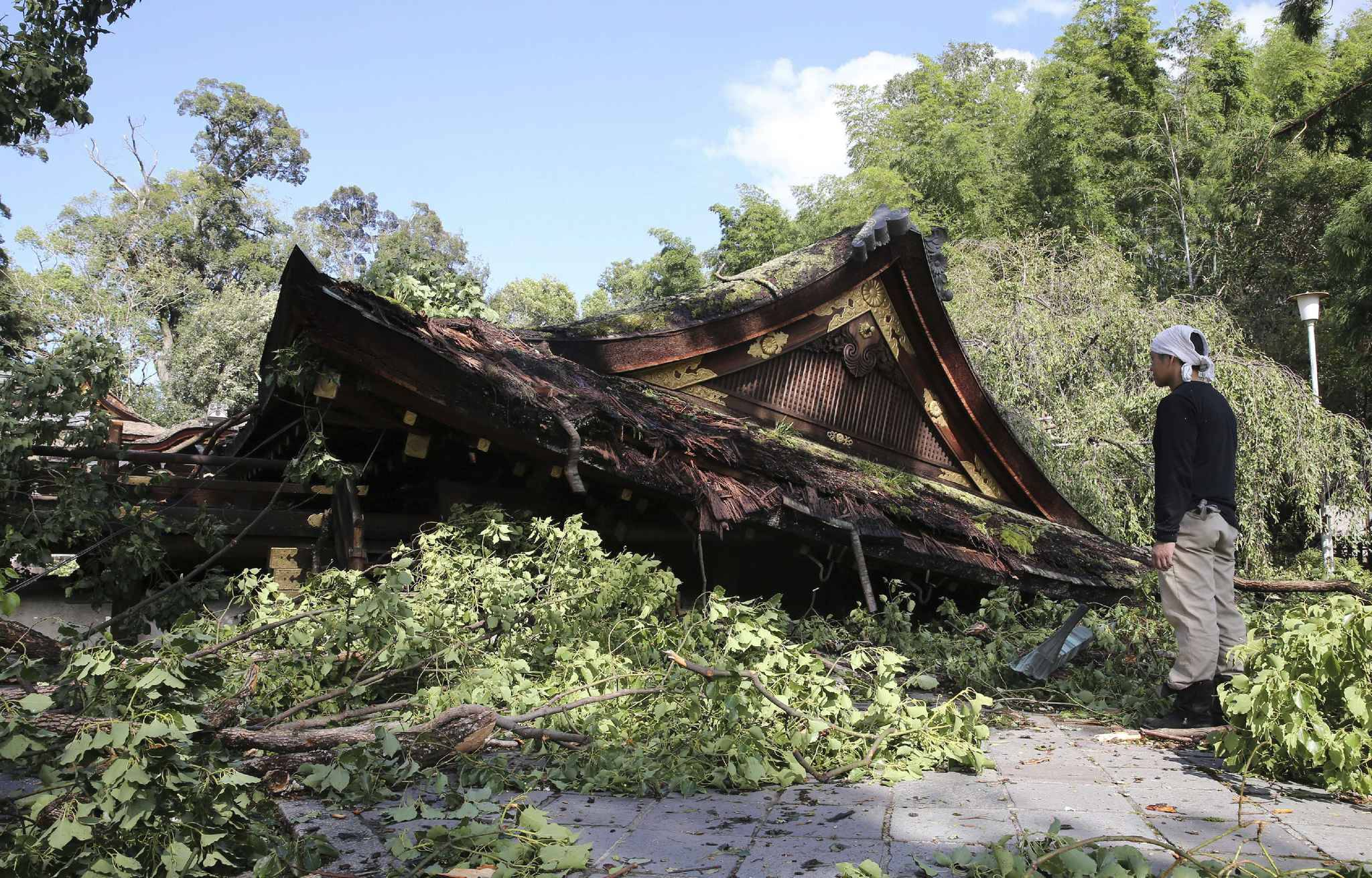 A picture shows a building of Hirano Jinja Shrine damaged by the typhoon Jebi in Kyoto City, Kyoto Prefecture on Sep.5, 2018. Life-threatening typhoon Jebi made a landfall on Tokushima Prefecture and crossed Shikoku and Kinki region, then proceeded to the Sea of Japan on the previous day. 7 people were killed and 1 is missing as of 4th night.