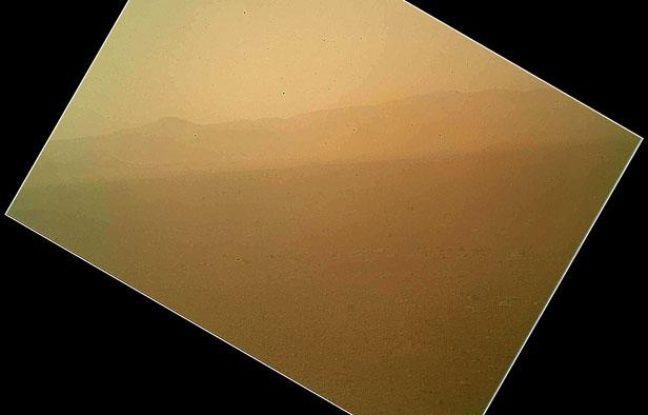 Première photo en couleur prise par le robot Curiosity sur la planète Mars, le 7 août 2012.