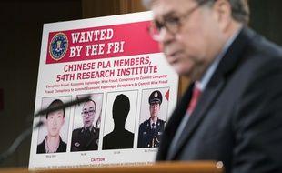 Le ministre de la Justice américain William Barr annonce l'inculpation de quatre agents chinois, lors d'une conférence de presse le 10 février 2020.
