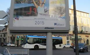 La ville de Marseille affiche le J1 dans ses voeux 2015.