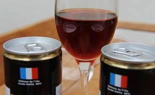 Des canettes de vin francais commercialisées par la start-up française Fabulous Brands.