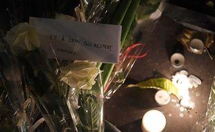 Des bougies déposées lors d'une cérémonie d'hommage aux victimes du Bataclan, le 13 novembre 2017.