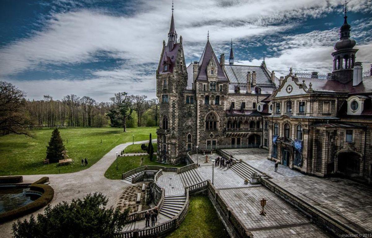 Le château de Moszna dans le sud de la Pologne a été le cadre de l'école des sorceleurs. – Piotr Muller