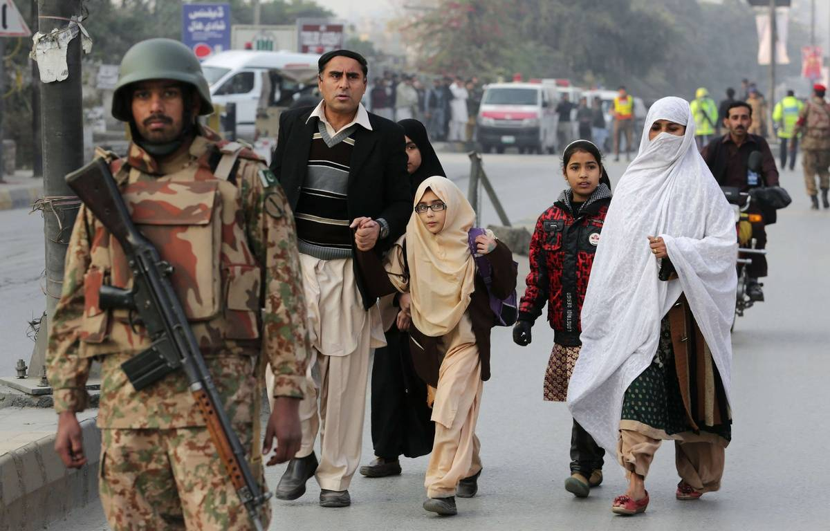 Pakistani parents escort their children outside a school attacked by the Taliban in Peshawar, Pakistan, Tuesday, Dec. 16, 2014. Taliban gunmen stormed a military-run school in the northwestern Pakistani city of Peshawar on Tuesday, killing and wounding scores, officials said, in the highest-profile militant attack to hit the troubled region in months. (AP Photo/B.K. Bangash)/BKB102/761309588222/1412161334 – B.K. Bangash/AP/SIPA
