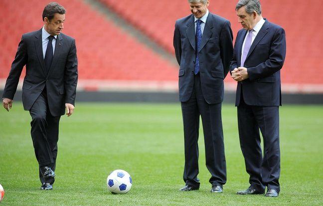 Nicolas Sarkozy avec Gordon Brown et Arsène Wenger en 2008.