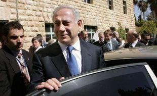 Le président israélien Shimon Peres a annoncé vendredi avoir décidé de charger le chef de la droite Benjamin Netanyahu de former le gouvernement issu des élections du 10 février.