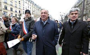 Le sénateur Gérard Larcher (c) lors d'une manifestation à Paris le 13 janvier 2013