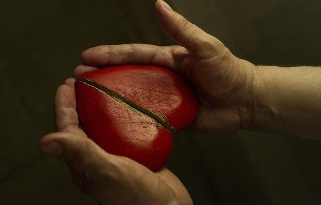 Pour Nuit Blanche 2016, Estelle Delesalle et Jean-Marc Ferrari installe une fabrique de cœurs en bois dans Paris