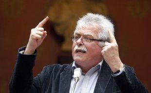 Les députés du Front de Gauche vont déposer rapidement une proposition de loi sur l'interdiction des licenciements boursiers, a indiqué mardi à la presse leur chef de file, André Chassaigne.