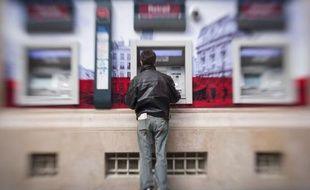 L'association de consommateurs UFC-Que choisir, qui juge encore trop chers certains services bancaires fréquemment utilisés, s'est inquiétée mardi des possibles dérapages tarifaires et des problèmes de sécurité potentiels liés au Sepa, le nouveau système de paiement en cours de mise en place dans l'UE.