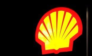Le géant pétrolier anglo-néerlandais Royal Dutch Shell a annoncé jeudi comme prévu une chute de 39% de son bénéfice net 2013 à 16,371 milliards de dollars, deux semaines après avoir lancé un avertissement sur résultats qui avait surpris le marché.