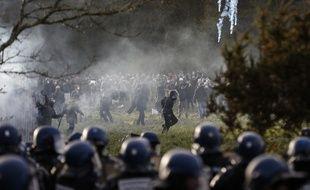 Des images d'affrontements sur la ZAD dimanche.