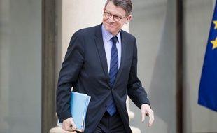 Vincent Peillon à la sortie d'un conseil des ministres, à Paris le 10 avril 2013.