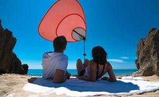 Deux Toulousains ont inventé le parasol qui ne s'envole pas et permet de recharger son portable.
