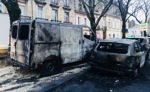 Une dizaine de voitures a pris feu à Bordeaux.