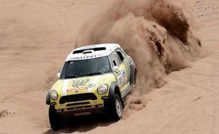 L'équipage hispano-français composé de Nani Roma et Michel Périn (Mini) a remporté jeudi la 12e étape auto du Dakar-2013, longue de 715 km dont 319 km de spéciales, entre Fiambala en Argentine et Copiapo, à l'issue de laquelle le Français Stéphane Peterhansel reste en tête.